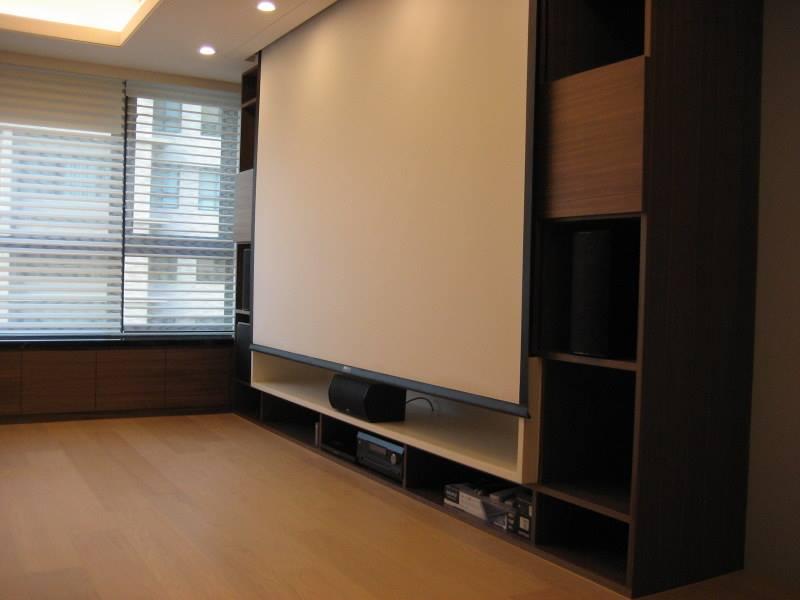 M&K SOUND LCR-950 PLUS 作為前方三聲道置於客廳搭配投影幕